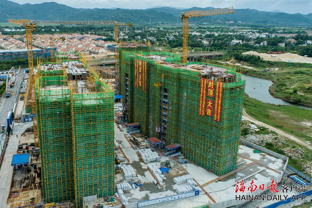 三亚首个安居型商品房项目建筑单体顺利封顶 今年计划建设10000套